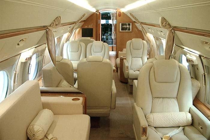 Салон в реактивном самолёте Gulfstream G350