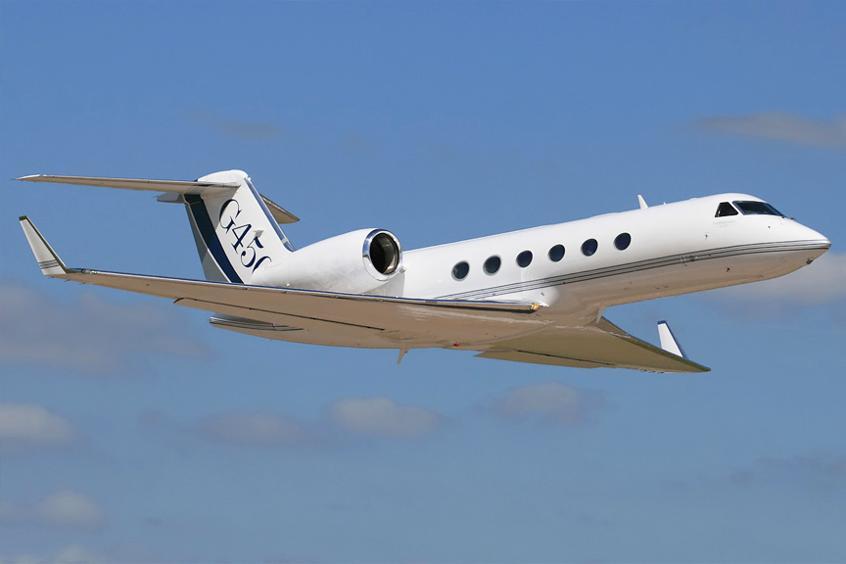 Реактивный самолёт  Gulfstream G450 в воздухе