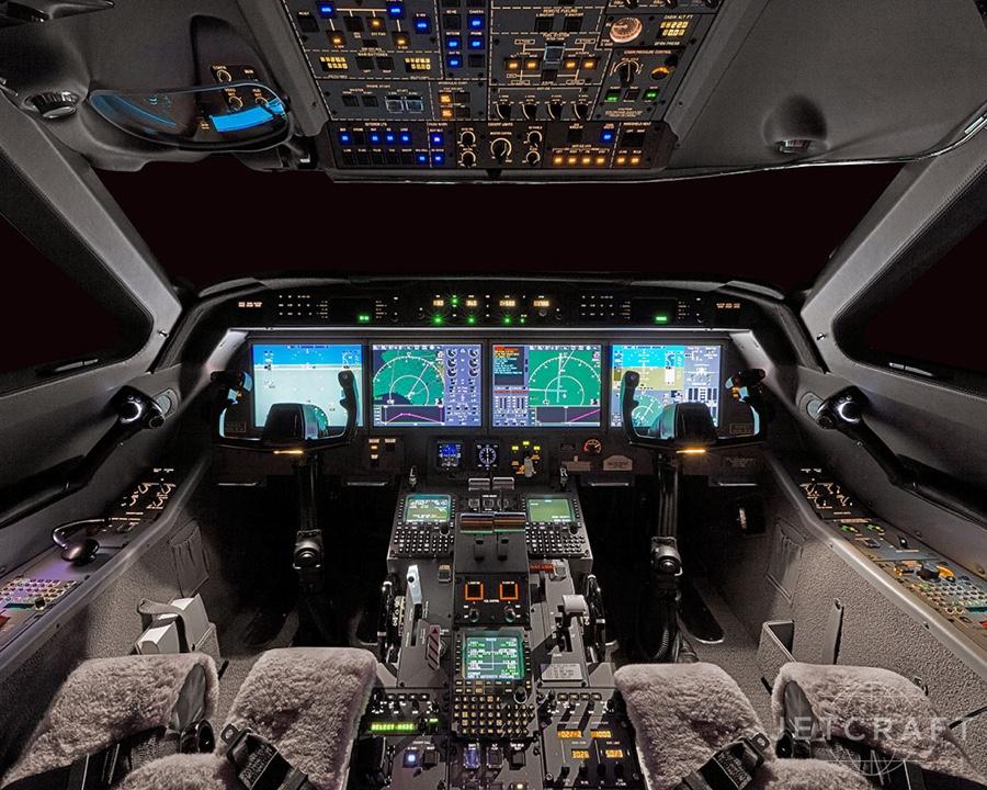 Кабина пилота в реактивном самолёте  Gulfstream G450