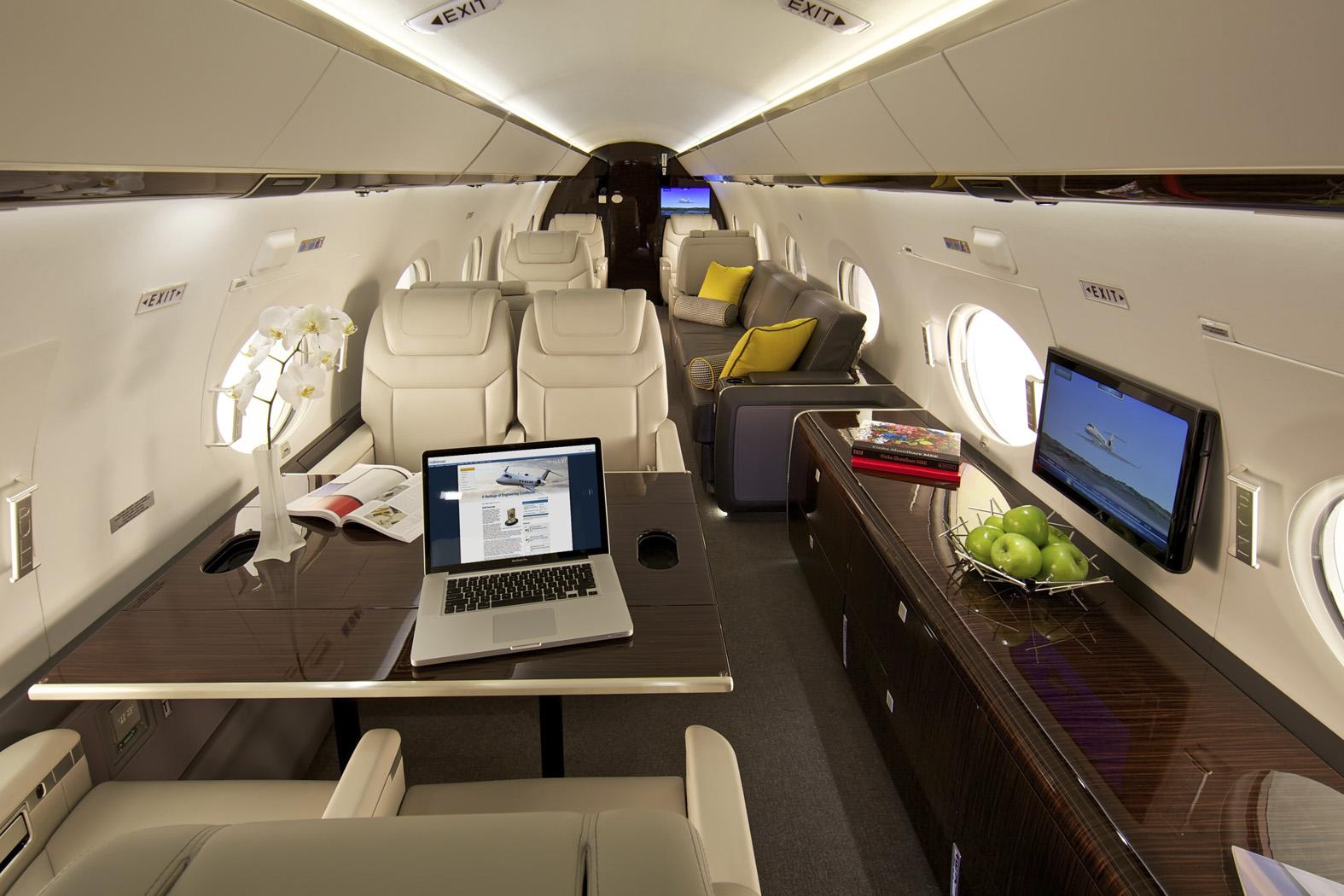 Салон реактивного самолёта Gulfstream G550