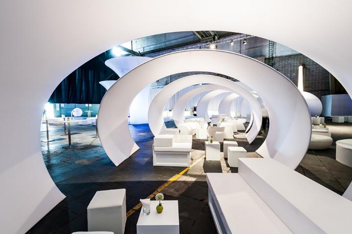 Креативное оформление аэропорта AstraZeneca