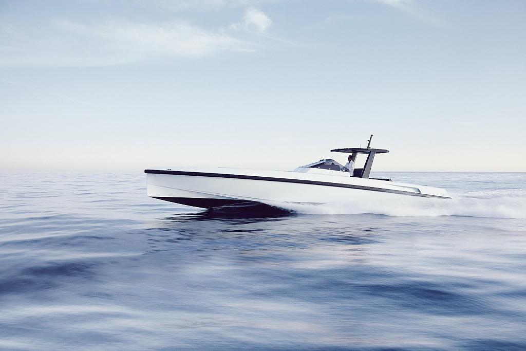 Роскошная прогулочная яхта WALLY//ONE спроектирована в концепции простоты использования