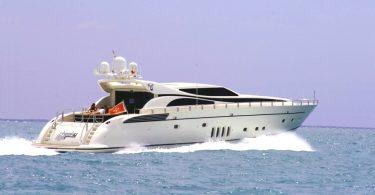 Роскошная яхта — отличный выбор для отпуска