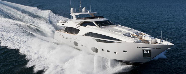 Флайбриджная роскошная моторная яхта Ferretti Custom Line 100