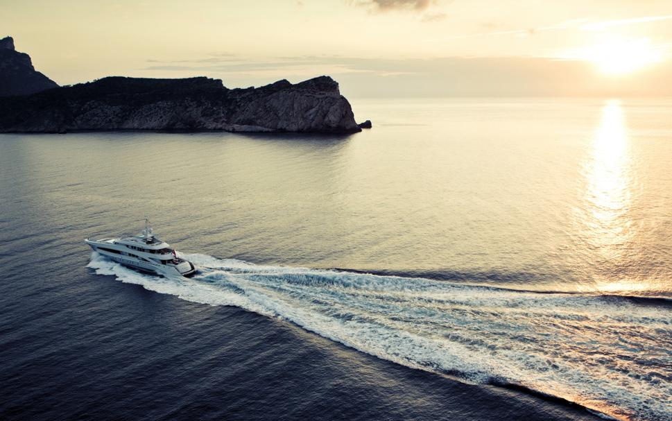 Роскошная яхта Satori: интенсивность освещения можно менять и направлять на нужную область