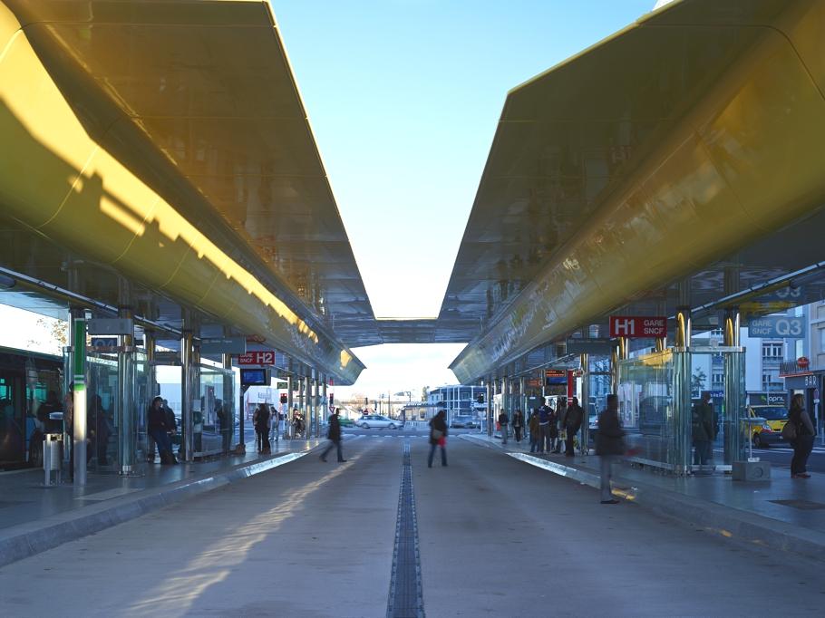 Автобусные остановки у железнодорожного вокзала