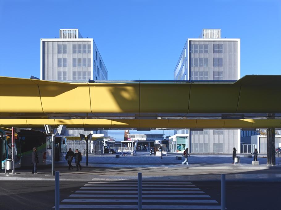 Вид на центральный вход железнодорожного вокзала