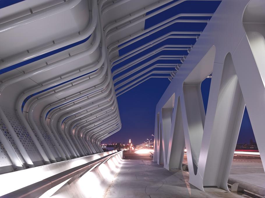 Металлическая конструкция железнодорожного вокзала