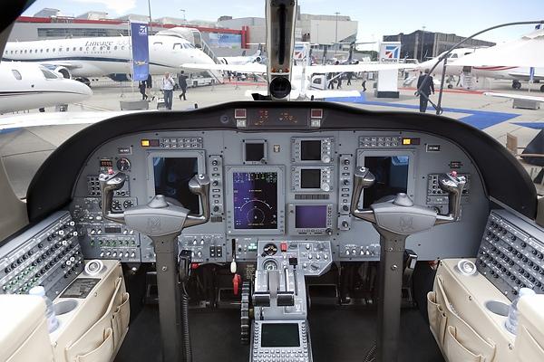 Самолёт бизнес-джет Cessna 525B Citation CJ3: кабина пилотов