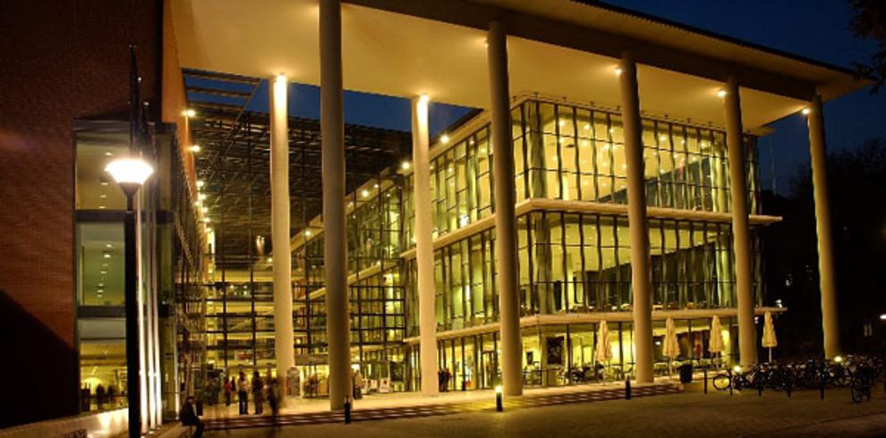 Самые потрясающие библиотеки мира: Исследовальско-информационный центр университета в Венгрии
