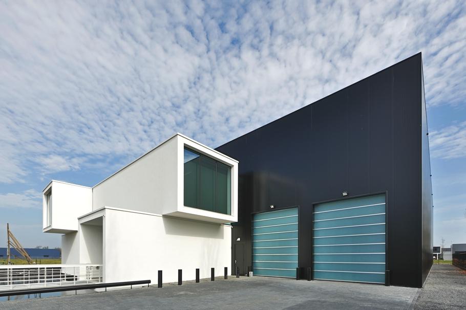 Монохромный дизайн офисного здания, Нидерланды