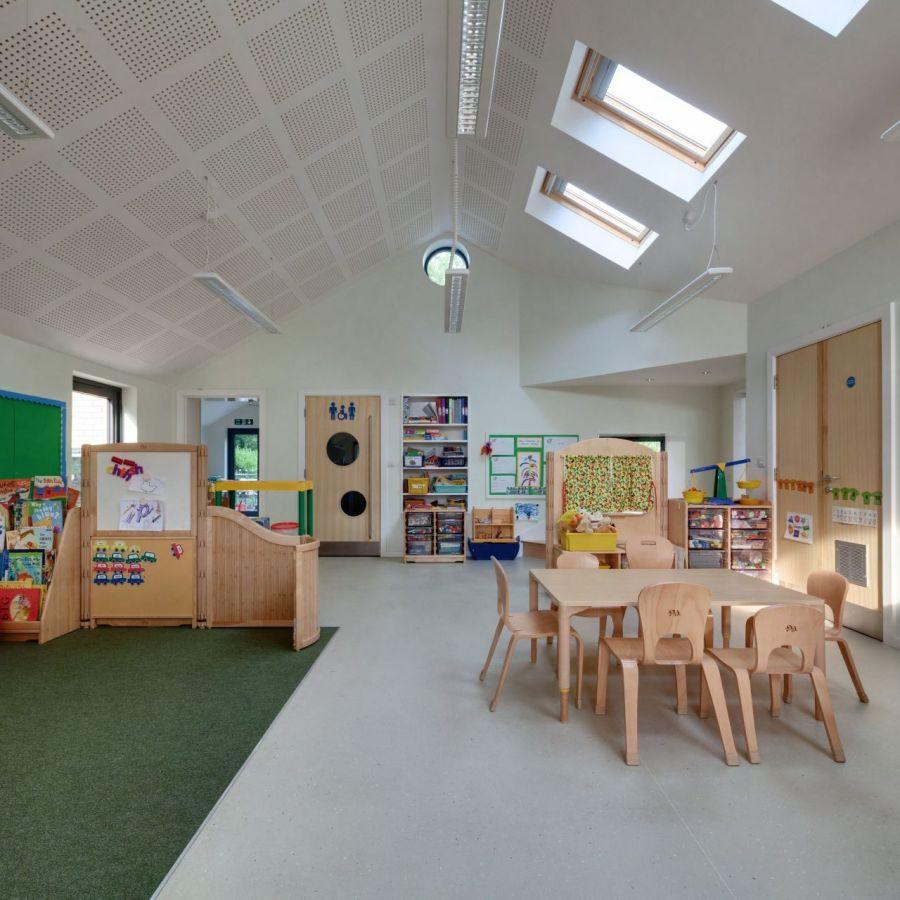 Стол для игр и творчества в детском саду Святой Марии