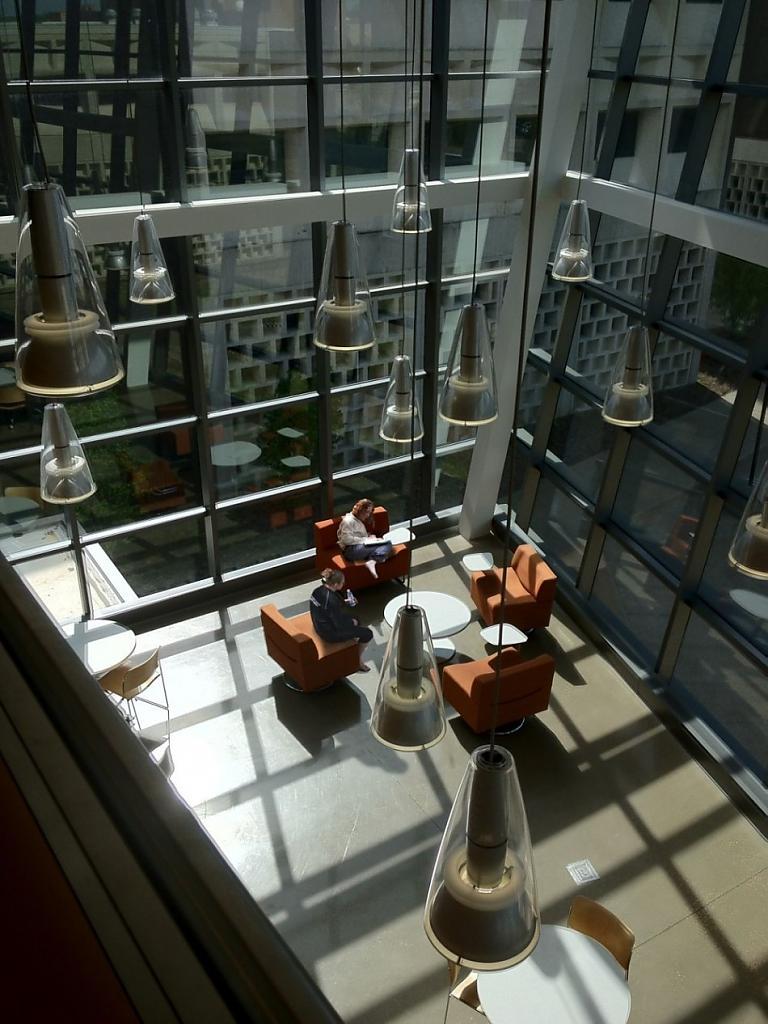 Смелость дизайна: футуристическая школа технических и прикладных наук