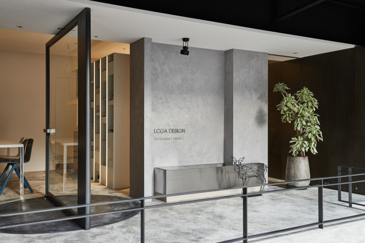 Серый цвет офиса в Тайване: офис небольшого размера