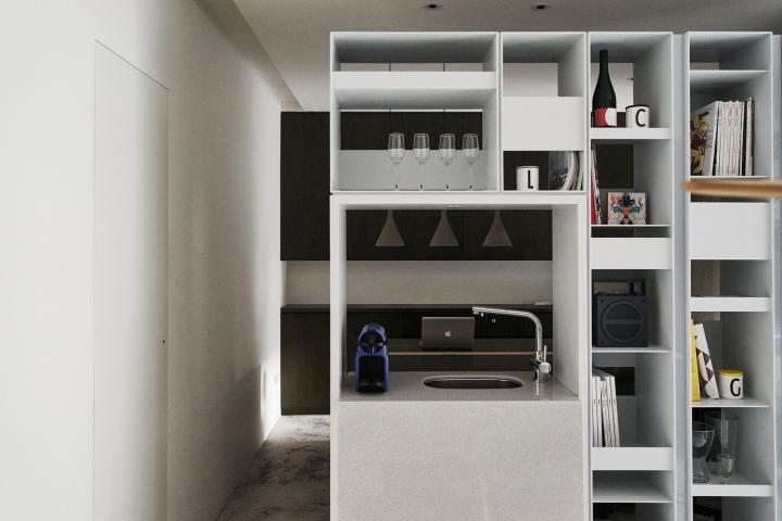 Серый цвет офиса в Тайване: вид на кран