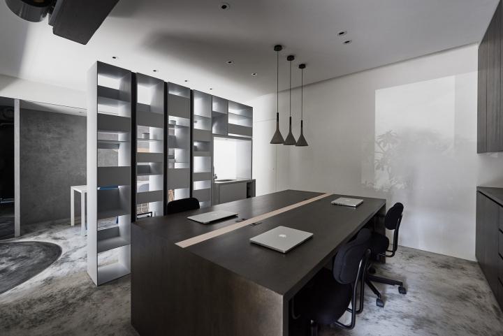 Серый цвет офиса в Тайване: необычная планировка