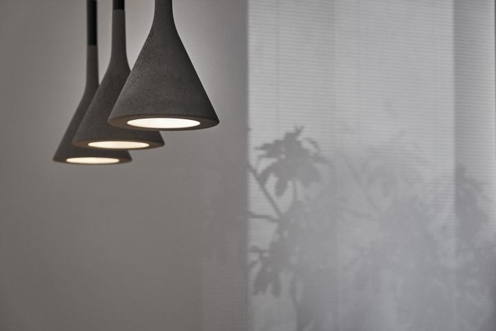 Серый цвет офиса в Тайване: необычные светильники