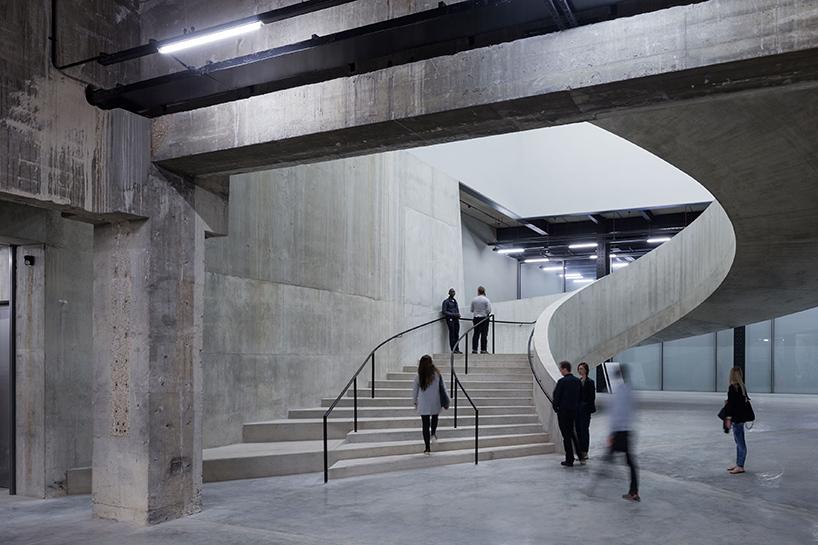 Шедевр современной архитектуры: необычный интерьер Лондонской галереи современного искусства - Фото 3