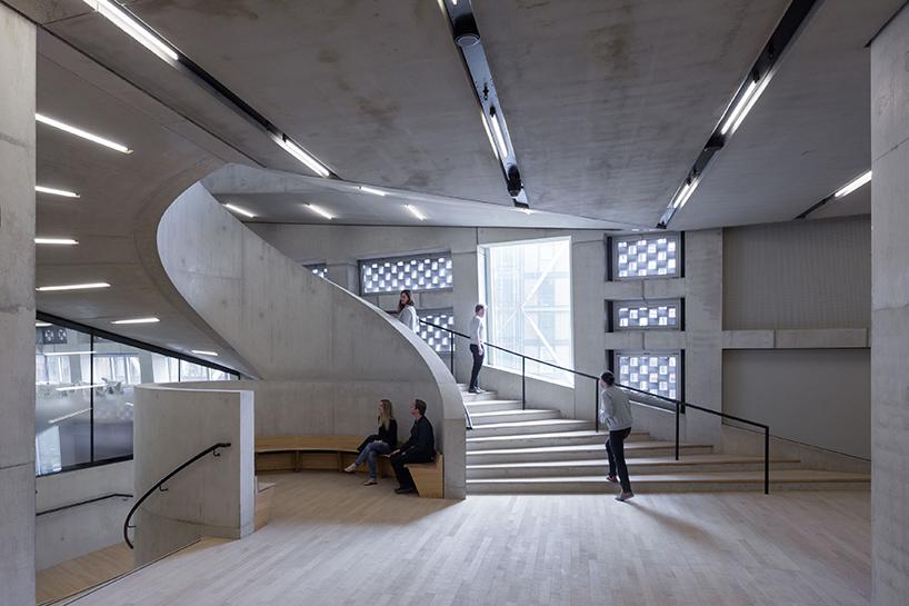 Шедевр современной архитектуры: необычный интерьер Лондонской галереи современного искусства - Фото 5