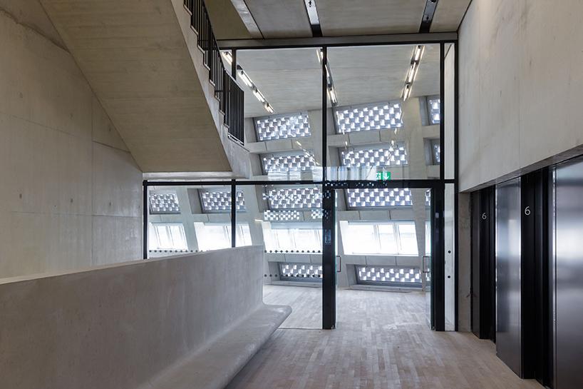 Шедевр современной архитектуры: необычный интерьер Лондонской галереи современного искусства - Фото 4