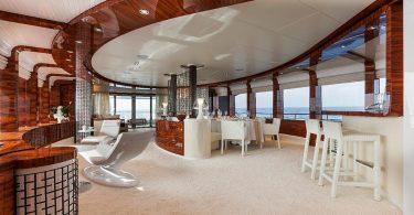 Шикарная яхта Vicem 46M в классическом стиле