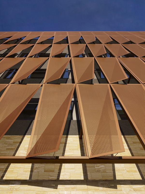 Система охлаждения здания: перфорированный металлический экран