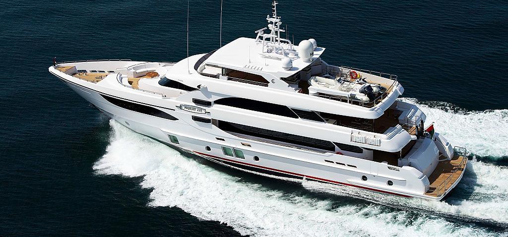 Элегантная скоростная яхта Majesty 135