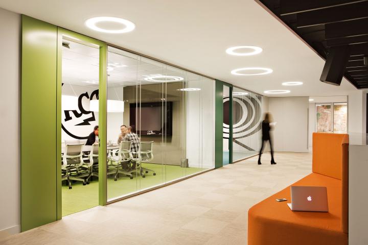 Инновационный дизайн интерьера офиса Sony Music HQ
