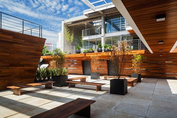 Современное офисное здание: стильная бизнес-конструкция
