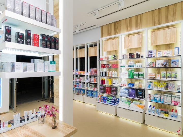 Современный дизайн аптеки: освещение на полках
