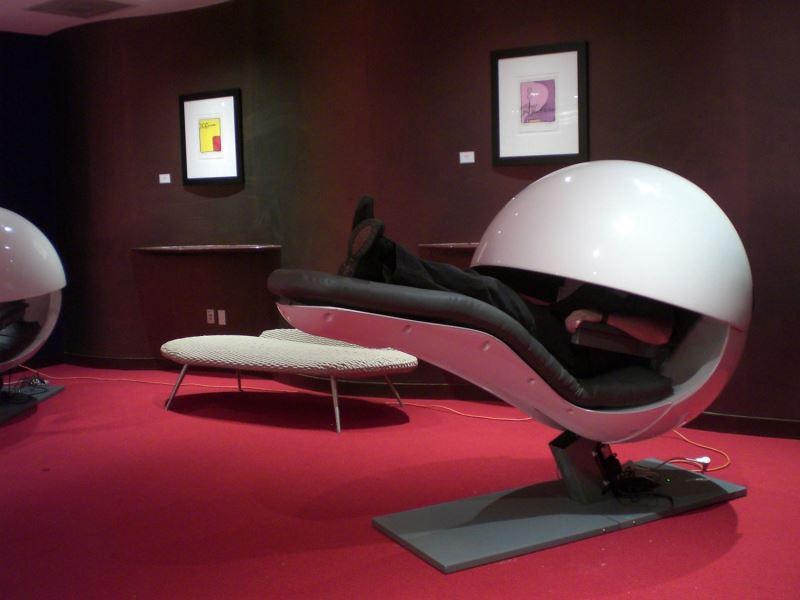 Необычные места для отдыха в офисе: интересная капсула для сна