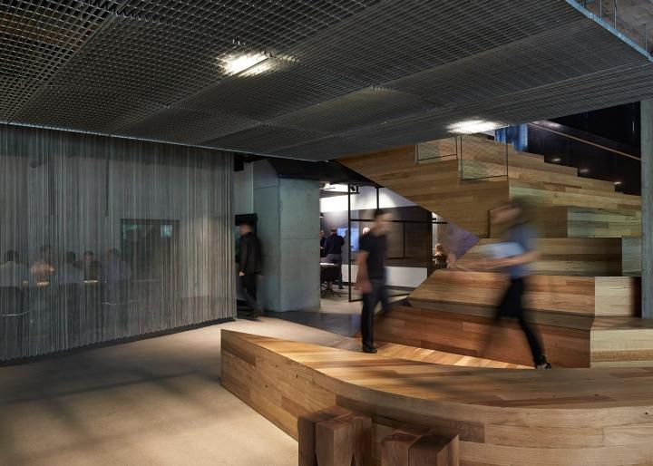 Лестница в интерьере офиса