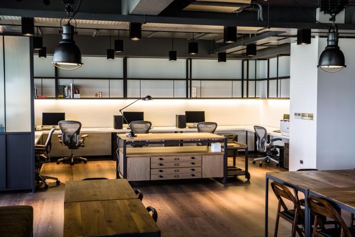 Создание интерьера офиса: функциональные стеллажи с ящиками