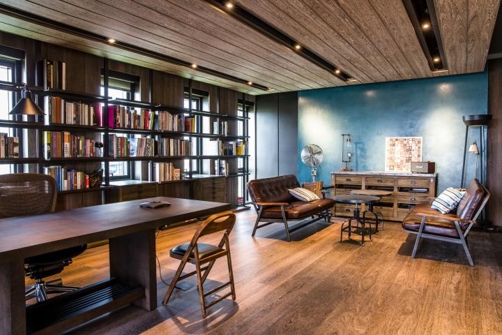 Создание интерьера офиса: деревянная отделка потолка