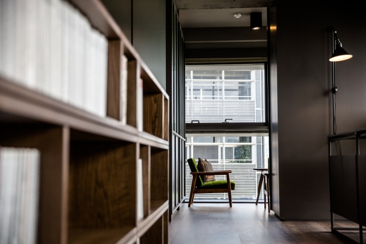 Создание интерьера офиса: уютные зелёные кресла
