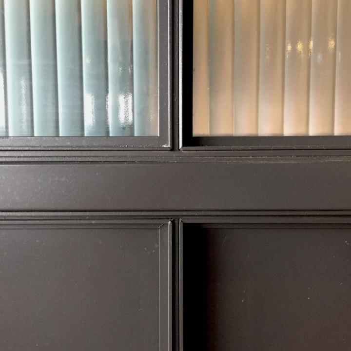 Создание интерьера офиса: серые стены