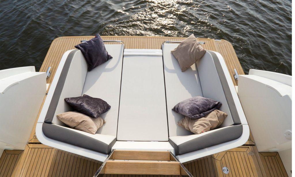 Спортивная яхта Galeon 430 Skydeck: терраса - фото 3