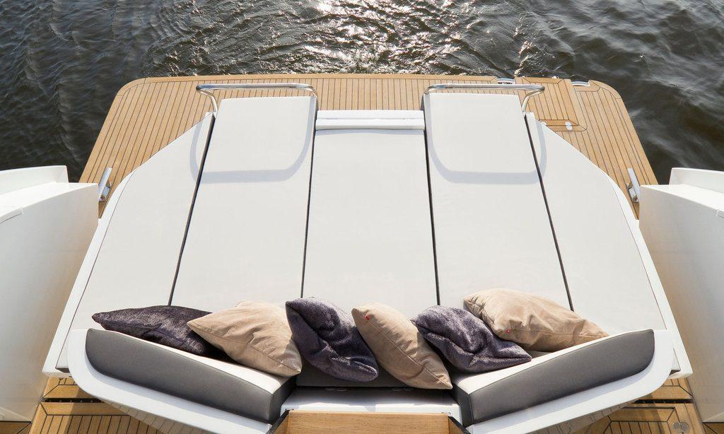 Спортивная яхта Galeon 430 Skydeck: терраса - фото 4