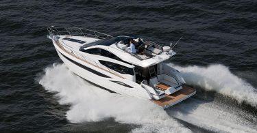 Спортивная яхта Galeon 430 Skydeck небольшого размера