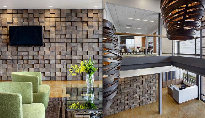 Декоративная стена и креативная люстра в офисе