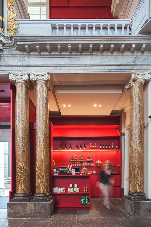 Магазин в музее Stedelijk в Схидаме