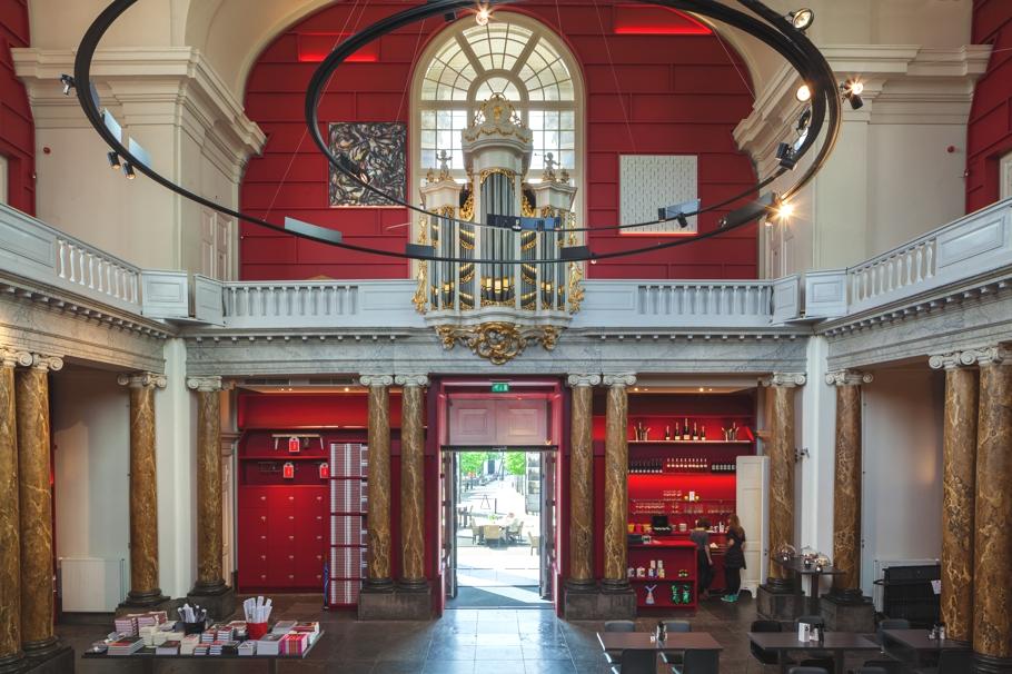 Старинный музей с колоннами Stedelijk в Схидаме