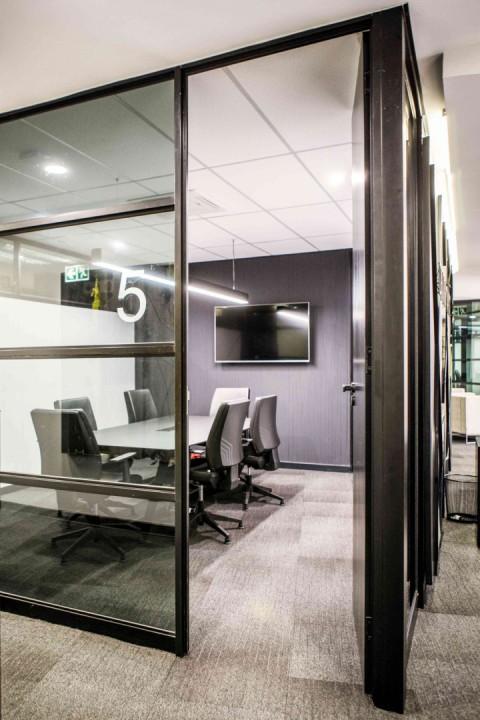Стильный интерьер офиса: конференц-зал