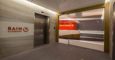 Стильный интерьер офиса Bain & Company