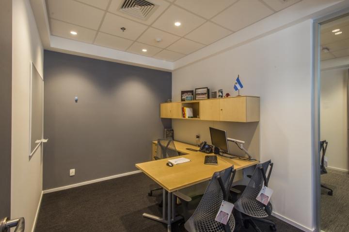 Стильный интерьер офиса Bain & Company: кабинет