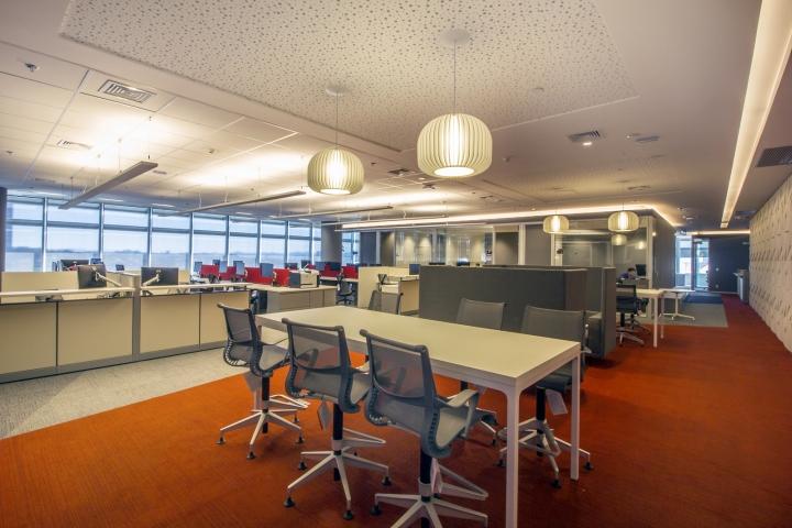 Стильный интерьер офиса Bain & Company: открытая планировка