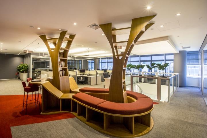 Стильный интерьер офиса Bain & Company: уголок для чтения