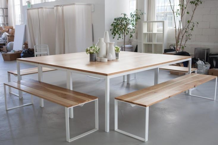 Светлая деревянная мебель в стильном интерьере офиса