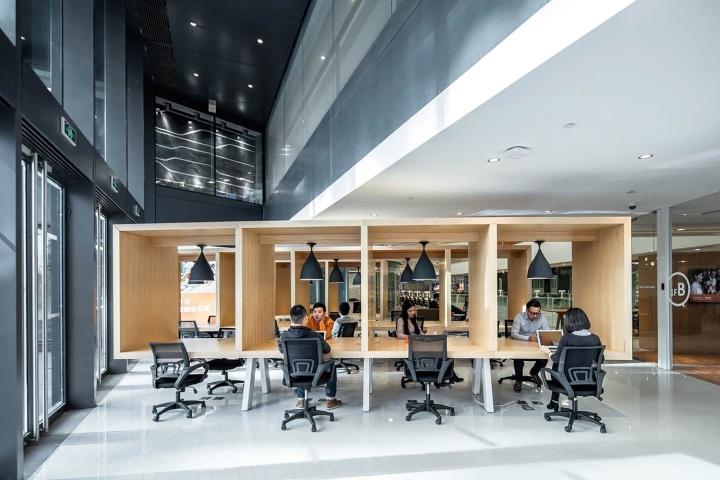 Рабочие места в офисе SOHO 3Q