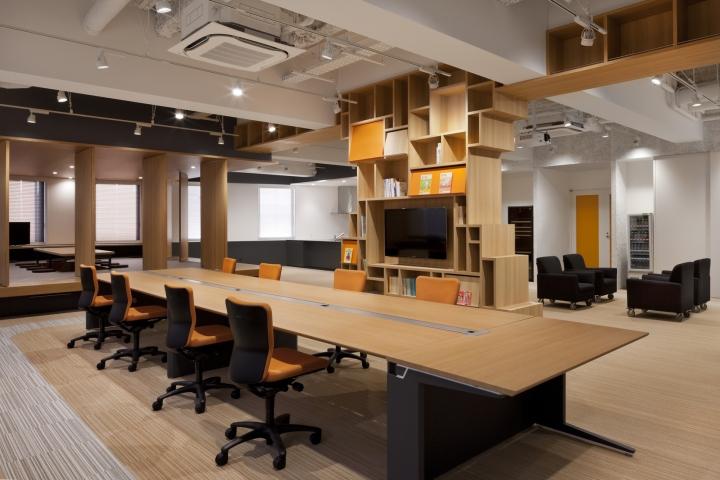 Стильный интерьер современного японского офиса в Токио